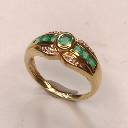 9ct Emerald Ring