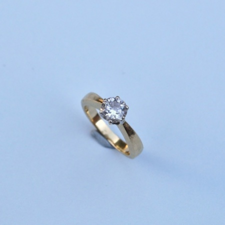 18ct Yellow Gold Diamond Solitaire