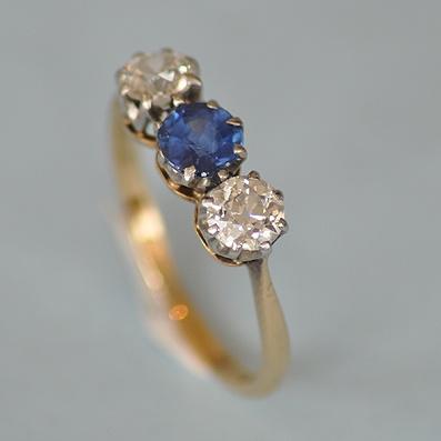 18ct yellow Gold Sapphire and Diamond Ring