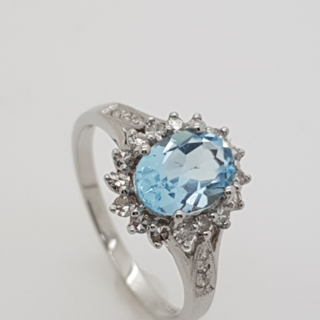 18ct White Gold Aquamarine Diamond Cluster