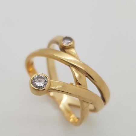 18ct Gold Diamond Twist