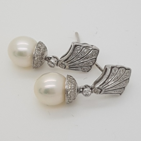18 carat White Gold Diamond Pearl Drops