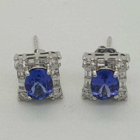 18ct Oval Tanzanite and Diamond