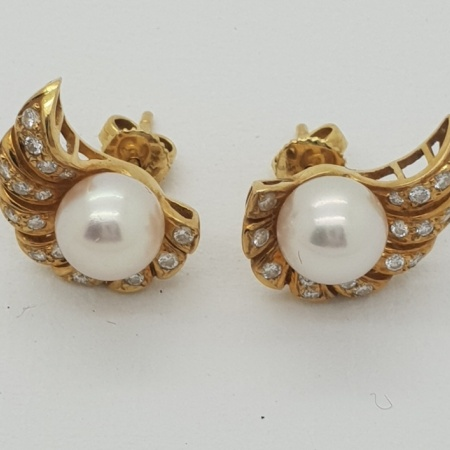 18ct Gold Pearl and Diamond Encrusted