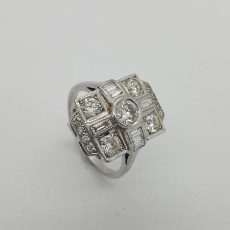 18ct WG Diamond Dress Ring