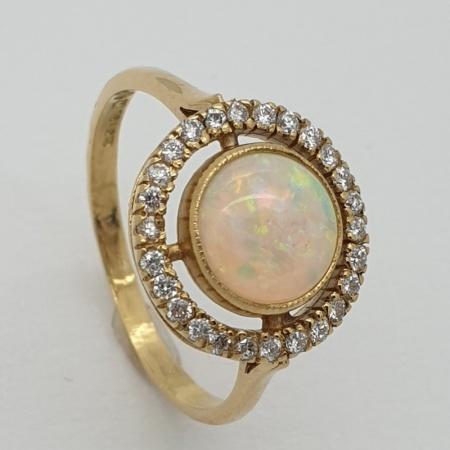 18ct Opal Diamond