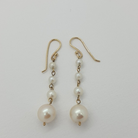18ct Cultured Pearl Drops