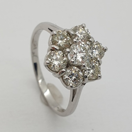 18ct White Gold Diamond Cluster