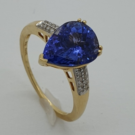 18ct Teardrop Tanzanite Diamond