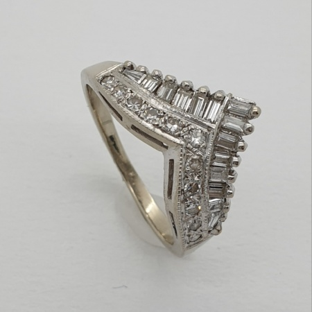 18ct WG Dress Ring