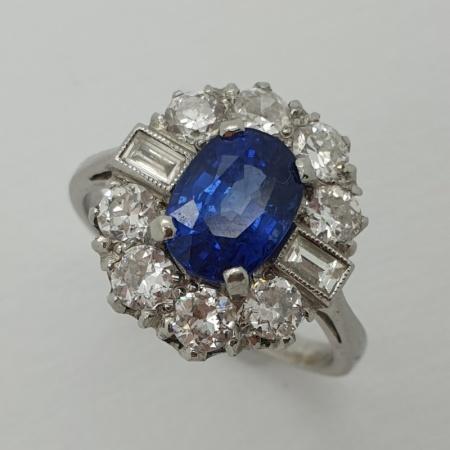 18ct Oval  Sapphire Diamond Cluster