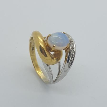 18ct Opal Diamond Twist