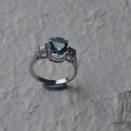18ct Aquamarine Diamond Ring