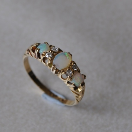 18ct Opal Diamond Ring