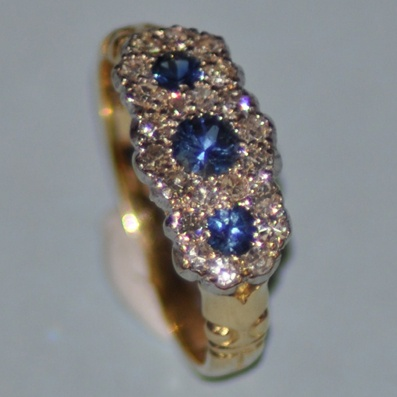 18ct Yellow Gold  Sapphire Ring.